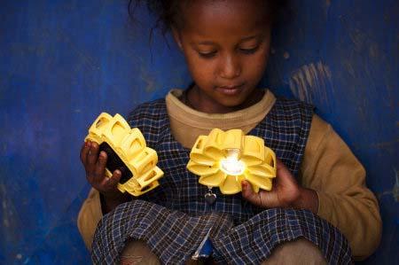 La lumière accessible partout et à tous? dans Actualités Little-Sun-Solar-Lamp